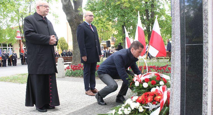 Wydarzenia lokalne, Mieszkańcy Dobrzynia uczcili rocznicę Konstytucji [zdjęcia] - zdjęcie, fotografia