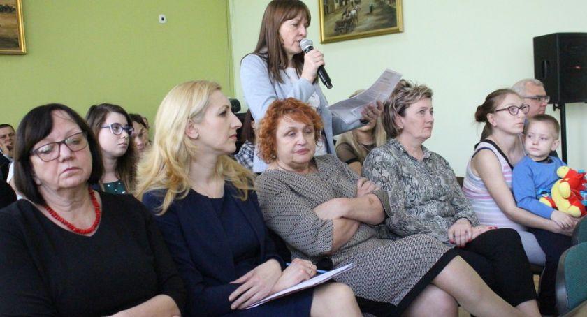 Samorządy Gminne, Rodzice mówią łączeniu - zdjęcie, fotografia