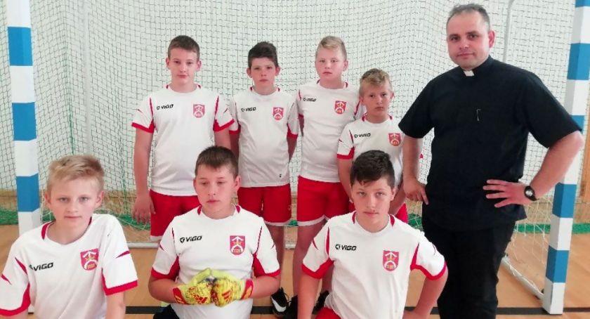 Piłka nożna, Sukces ministrantów Kikoła - zdjęcie, fotografia