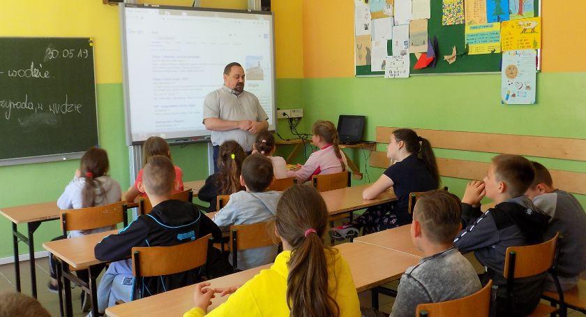 Edukacja, Uczyli szukać - zdjęcie, fotografia