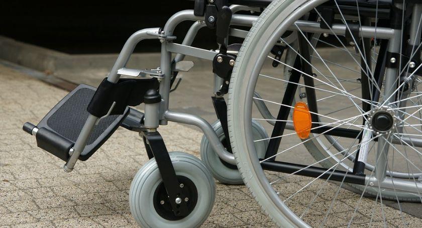 Porady, Podzielili milion niepełnosprawnych - zdjęcie, fotografia