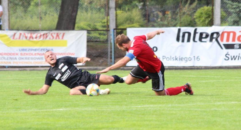 Piłka nożna, Blamaż Mienia inaugurację [zdjęcia] - zdjęcie, fotografia