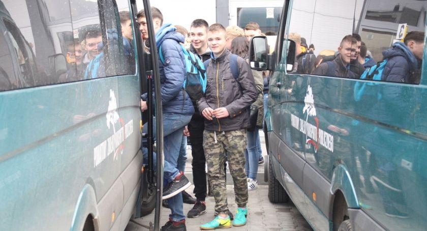Samorząd Powiatowy, Więcej uczniów więcej autobusów - zdjęcie, fotografia