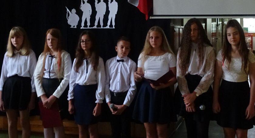 Edukacja, Patriotyzmu uczą najmłodszych - zdjęcie, fotografia