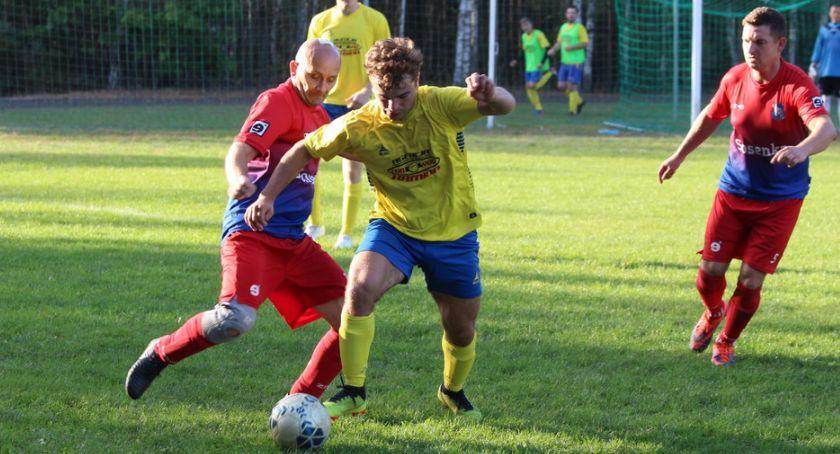 Piłka nożna, Tłuchowia zatrzymana Smólniku [zdjęcia] - zdjęcie, fotografia