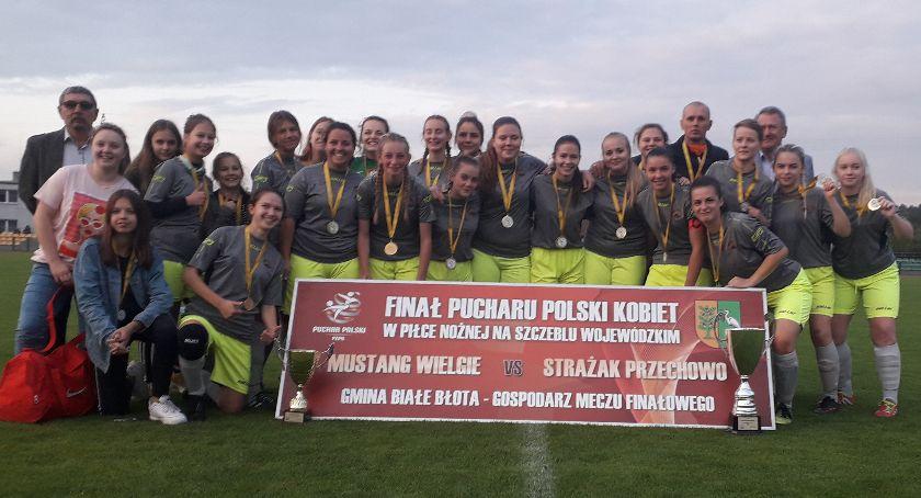 Piłka nożna, Mustang zdobył Puchar Polski! - zdjęcie, fotografia