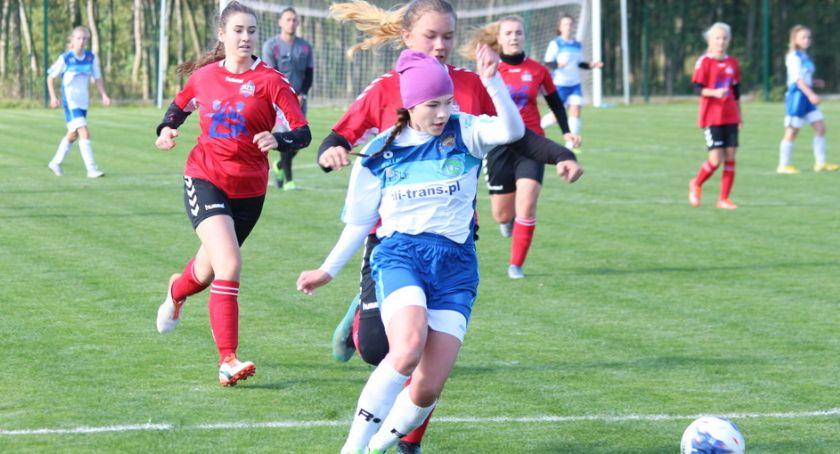 Piłka nożna, Dycha Mustanga [zdjęcia] - zdjęcie, fotografia