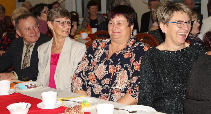 Wydarzenia lokalne, bawią seniorzy Tłuchwie [zdjęcia] - zdjęcie, fotografia