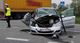 Ciągnik zderzył się z mercedesem. 2 osoby w szpitalu!
