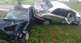 Groźnie na drodze w Borku. 5 osób poszkodowanych