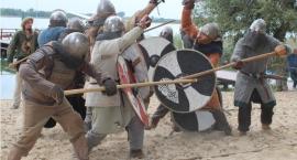 Kultura średniowiecza nad brzegiem jeziora