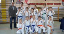 9 medali karateków