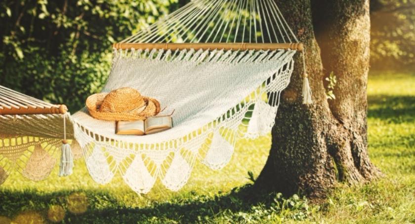 Inwestycje, Kącik wypoczynkowy ogrodzie tarasie - zdjęcie, fotografia