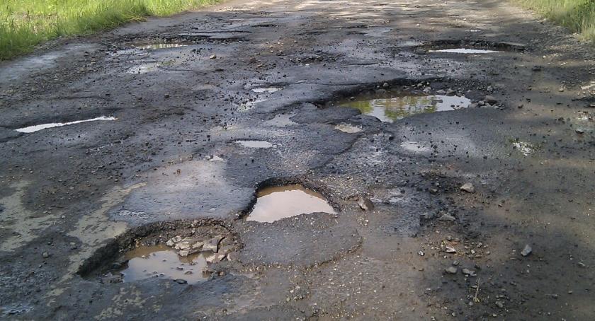 Inwestycje, Jakby dziura zamiast drogi Bemowo narzekać - zdjęcie, fotografia
