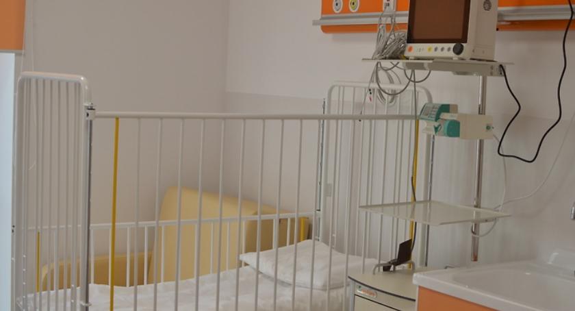 Opieka zdrowotna, Groziła likwidacja dzisiaj ratunkiem chorych mukowiscydozę Szpital Dziekanowie - zdjęcie, fotografia