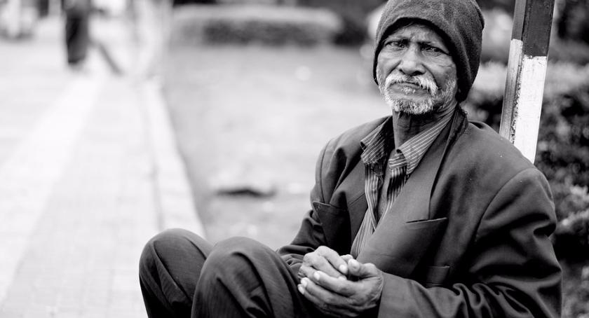 Interwencje, bijmy leżącego Historia bezdomnego Bielan - zdjęcie, fotografia