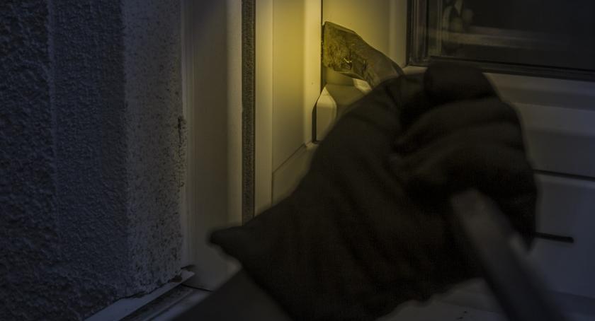 Wiadomości, Kradzież włamaniem firmy Przasnyskiej - zdjęcie, fotografia