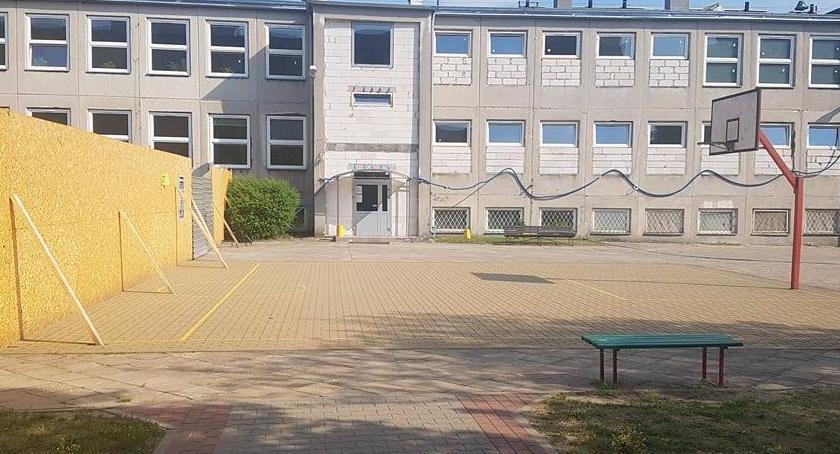 Szkolnictwo, Kuriozalny remont jednej bielańskich szkół - zdjęcie, fotografia