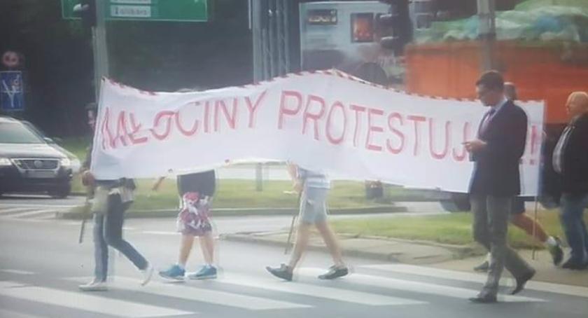 Ulice i place, Opóźniający remont ulicy Encyklopedycznej Mieszkańcy zorganizowali protest - zdjęcie, fotografia