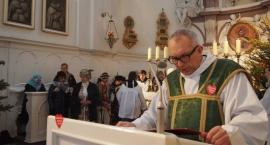 Ksiądz z Bielan odprawił Mszę św. z serduszkiem WOŚP na piersi