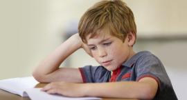 Moje dziecko ma problemy z czytaniem i pisaniem – jak mu pomóc?