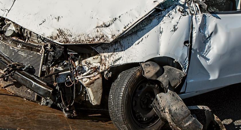 Bezpieczeństwo, Wypadek Trasie Toruńskiej Jedna osoba szpitalu - zdjęcie, fotografia