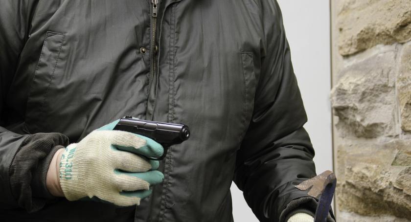 Bezpieczeństwo, Wyrywał telefony następnie kupował narkotyki Rafał wpadł ręce policji - zdjęcie, fotografia