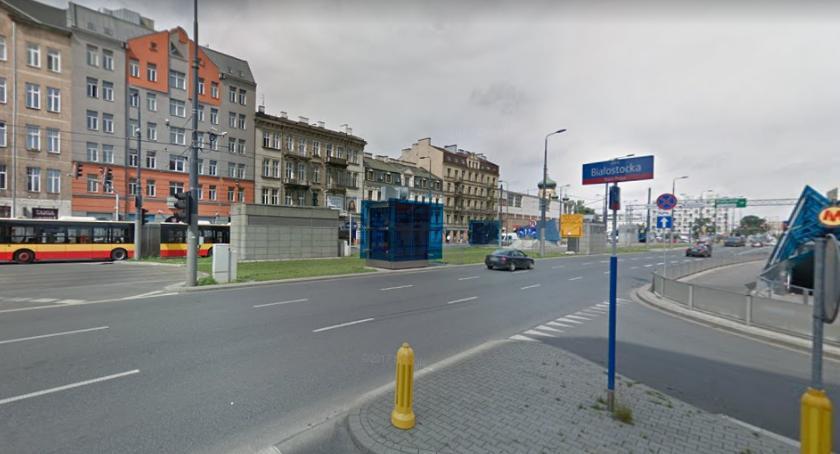 Na sygnale, Samochód wjechał windę metra Targowej - zdjęcie, fotografia