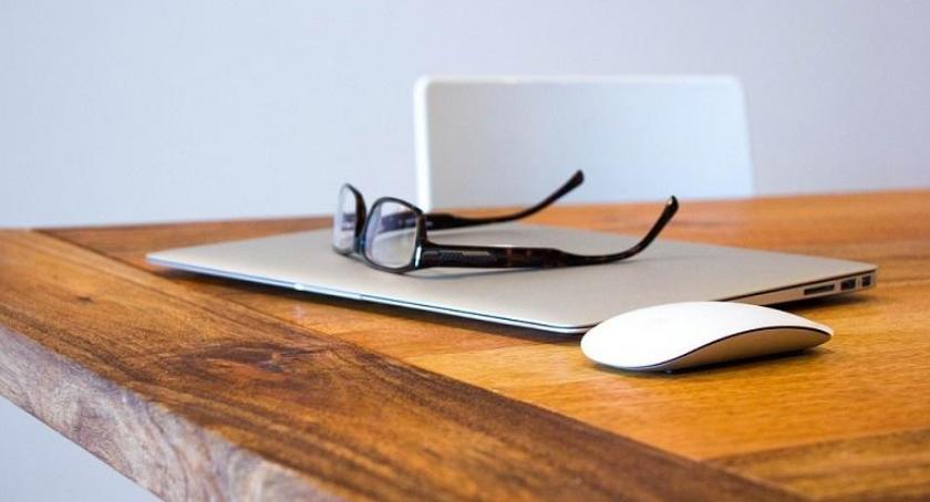 Handel i usługi, Ogłoszenia internecie - zdjęcie, fotografia