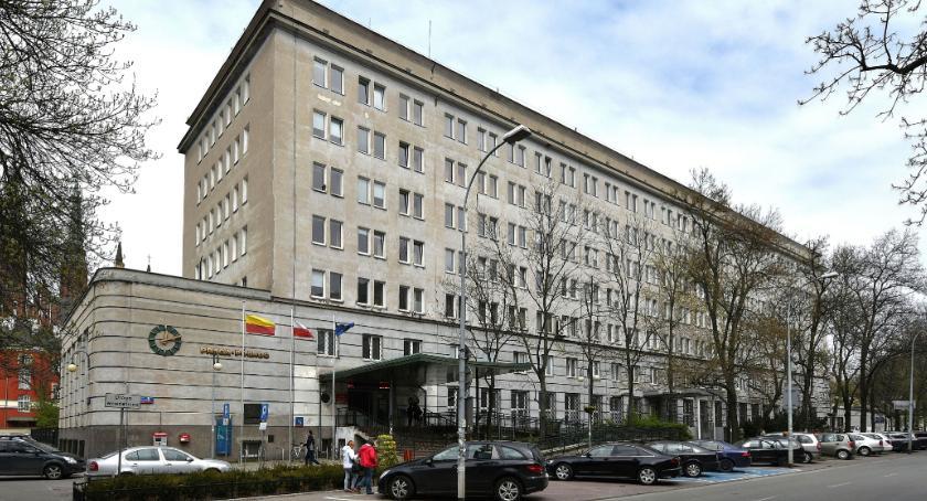 Urząd dzielnicy, zmieni statut dzielnicy Pragi Północ Trwają konsultacje społeczne - zdjęcie, fotografia