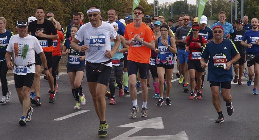 Bieganie, Maraton Warszawski kilometr - zdjęcie, fotografia