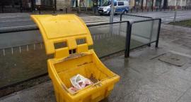 Chowają papierosy w koszach na śmieci i handlują nielegalnie