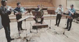 Koncert zespołu WAh-WAh Brass w Praskim Ogródku Sąsiedzkim