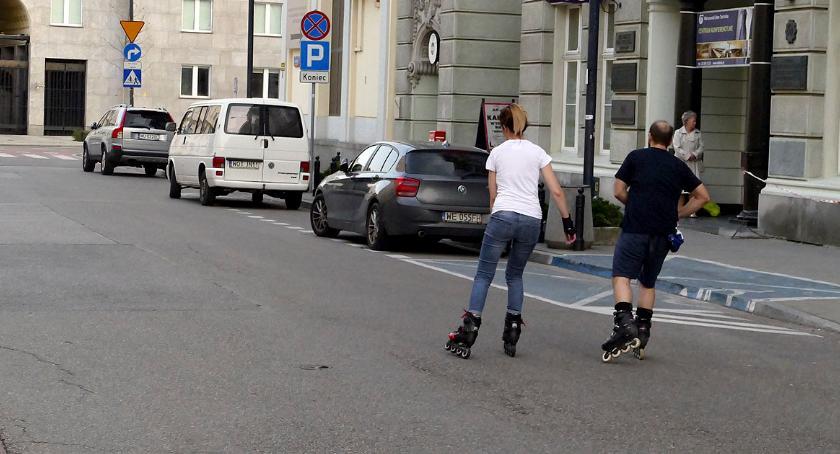 Bezpieczeństwo, rolkach przez Śródmieście - zdjęcie, fotografia