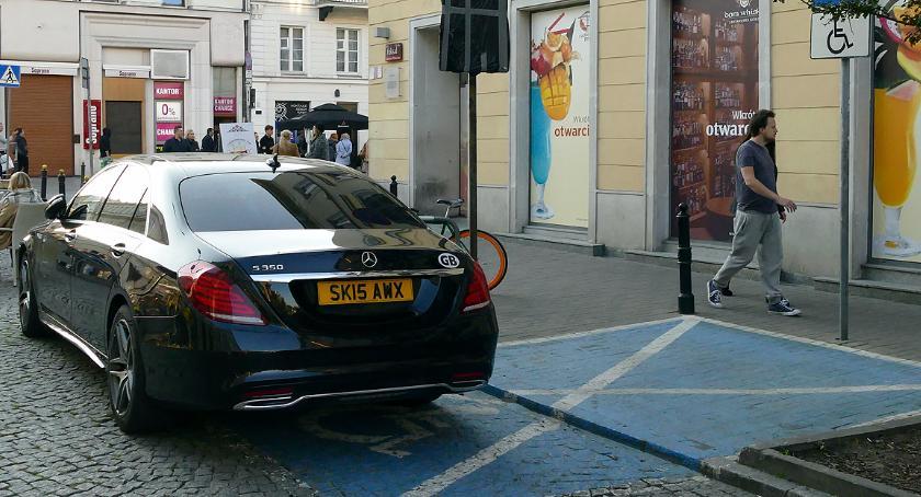 Mistrzowie parkowania, Parkowanie kopercie - zdjęcie, fotografia