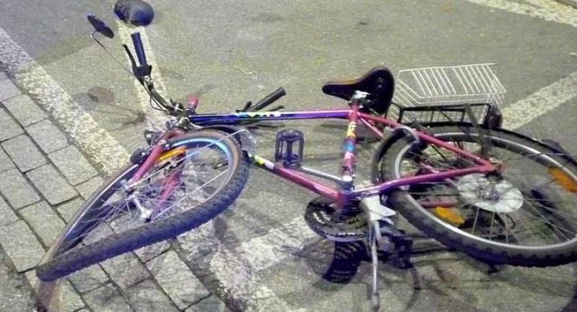 Aktualnosci , Samochód potrącił rowerzystę Świętokrzyskiej - zdjęcie, fotografia