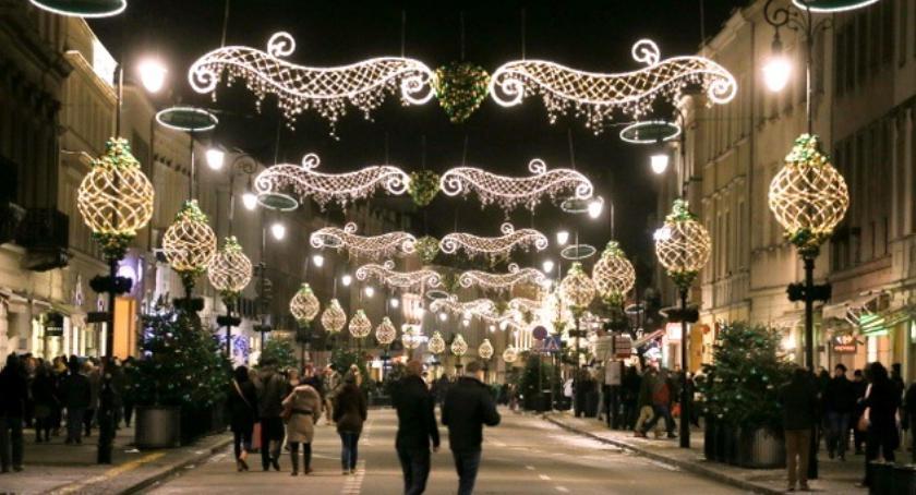 Dzisiaj oficjalnie rozpoczął demontaż iluminacji świątecznej w Warszawie