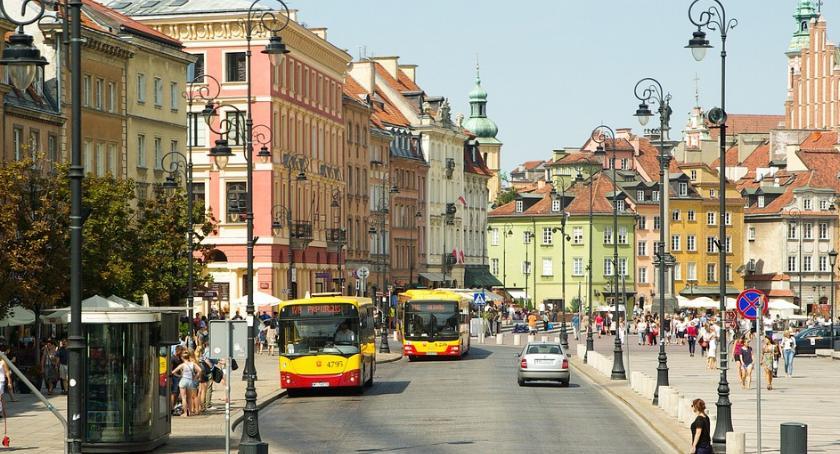 Komunikacja, Wraca weekendowy deptak Nowym Świecie Krakowskim Przedmieściu - zdjęcie, fotografia