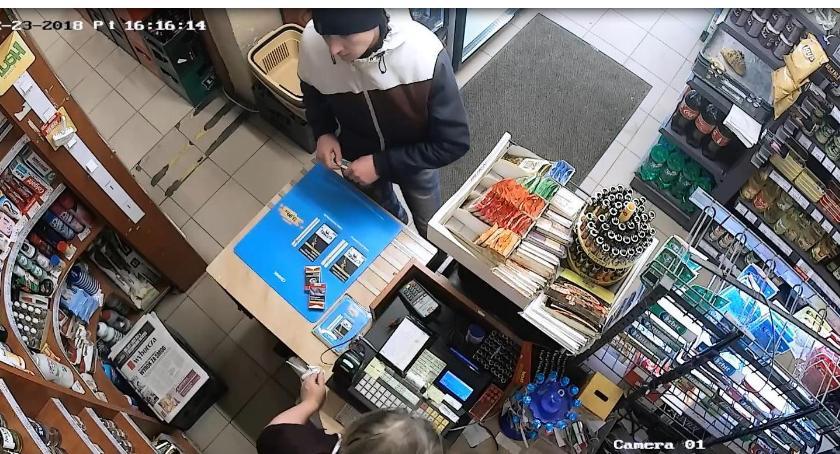 Bezpieczeństwo, Płacił swoją kartą Szuka policja - zdjęcie, fotografia