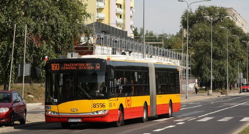 Komunikacja, Motocykliści dwóch buspasach - zdjęcie, fotografia