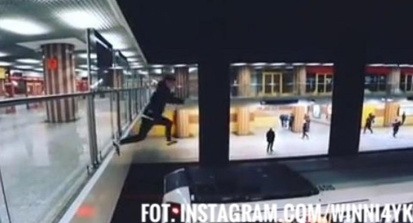 Aktualnosci , Wskoczył metro mógł stracić życie - zdjęcie, fotografia