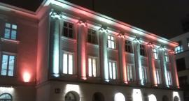 Urząd Dzielnicy Śródmieście już w biało czerwonych barwach