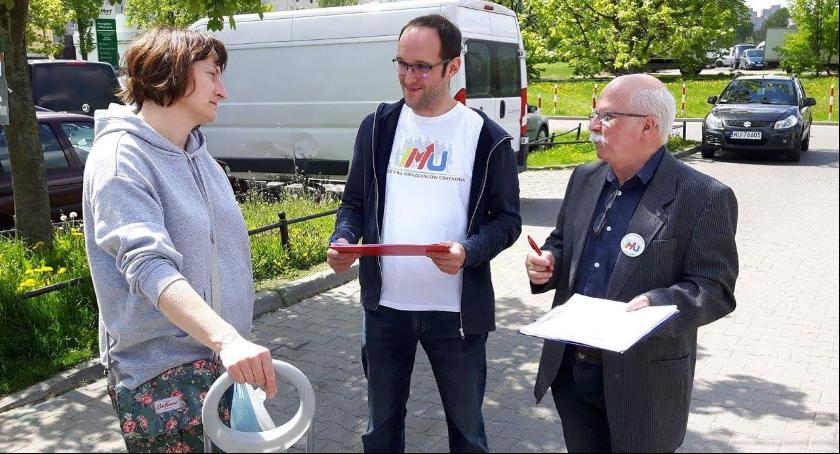 Interwencje, Inicjatywa Mieszkańców Ursynowa zbierała podpisy wnioskiem konsultacje społeczne - zdjęcie, fotografia