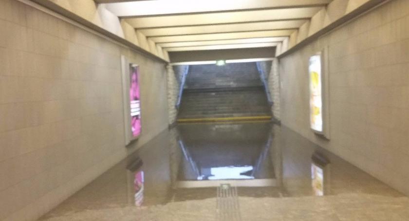News, Metro Kabaty zalane ulewie - zdjęcie, fotografia