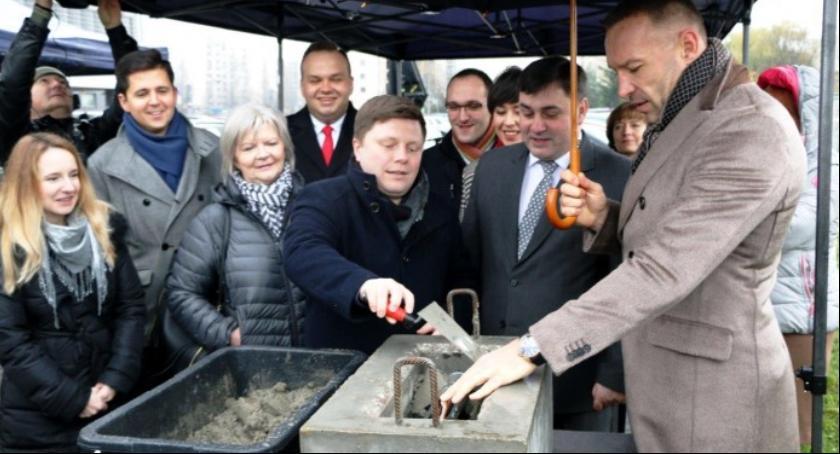 Inwestycje, Burmistrz Robert Kempa obiecuje zakończy budowa Centrum Kultury Ursynowa - zdjęcie, fotografia