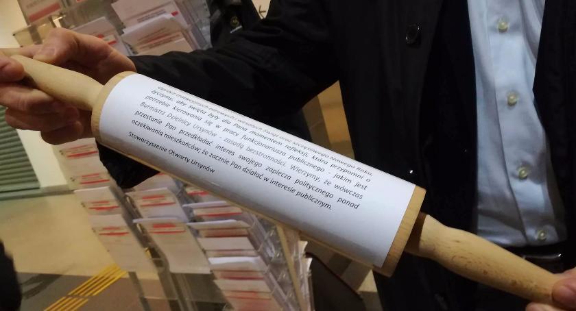 Urząd dzielnicy, Stowarzyszenie Otwarty Ursynów złożyło prokuratury zawiadomienie możliwości popełnienia przestę - zdjęcie, fotografia