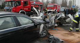 Sześć osób w szpitalu po wypadku w Al. KEN [ZDJĘCIA STRAŻY]