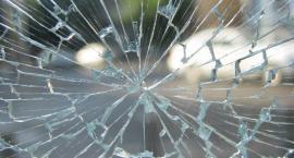 Agresywny mężczyzna rozbił witrynę sklepu pod wpływem alkoholu