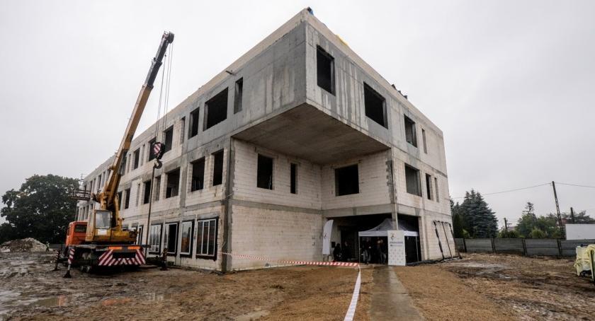 Inwestycje, budowa zespołu przedszkolno żłobkowego Koniec kwietniu - zdjęcie, fotografia