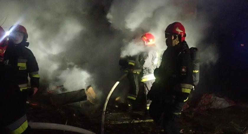 Bezpieczeństwo, Policjanci uratowali kobietę płonącego - zdjęcie, fotografia